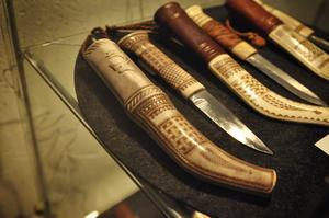 Folke Fjällströms knivar visas på Gaaltije i Östersund i en unik knivutställning.