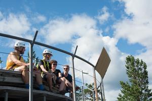 Keith Bryant, Alexander McDonald-Larsson, Morag McDonald och Jonas Larsson hade klättrat respektive vandrat upp på Skulebergets topp.