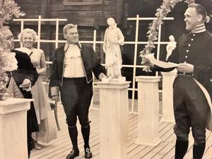 Björn Sundberg, till höger, spelade teater och regisserade redan på 1950-talet i Örebro. Den här bilden är från 1965 i Wadköping och fotograf var Erwin Sternberg.