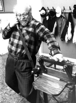 Läraren Göran Karlholm, en auktoritet inom länets hembygdskretsar, var den som tog initiativet till Kövra skolas bokprojekt.