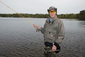 Jan Enesved började flugfiska för 15 år sedan och säger att han fortfarande är nybörjare.
