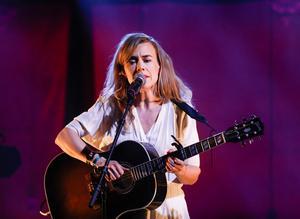 När Annika Norlin tonsätter Karin Boye uppstår ren magi. Foto: Robert Henriksson / TT