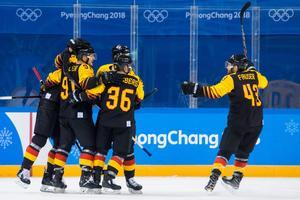 Tyskland jublar efter att ha chockat Tre Kronor  i OS-kvartsfinalen. Bild: Joel Marklund/Bildbyrån