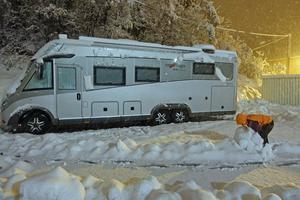 Det var bara att göra det bästa av situationen när snöstormen slog till i Frankrike. Varför inte en snögubbe? (Privat bild)