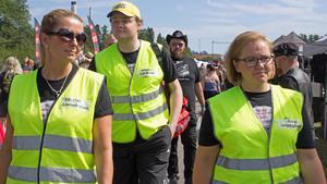 Sjuksköterskan Helena Puggioli, till vänster, under förra årets Summer Meet. Här tillsammans med Andreas Akterhag och Anna Akterhag.