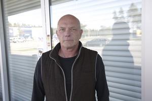 Niklas Andersson är glad över att tiden med tomma skyltfönster hos före detta Intersport snart är över.