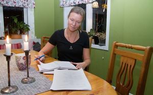 Katja Makkonen berättar att det är en omfattande ansökan som ska in till Skolinspektionen, men att drivkraften är stor i Medåker.