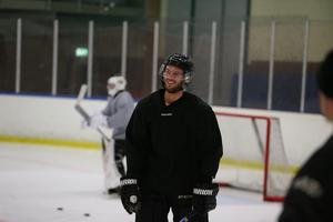 Nye långe backen Arkaitx Edgren Corral såg glad ut över att vara på is.