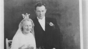 Violet och Gösta Jansson gifte sig 1940. De fick inte några barn och testamenterade därför all sin kvarlåtenskap till Arholma Ö. Bilden är från den skrift om Violet och Gösta Jansson som bildats efter deras död.