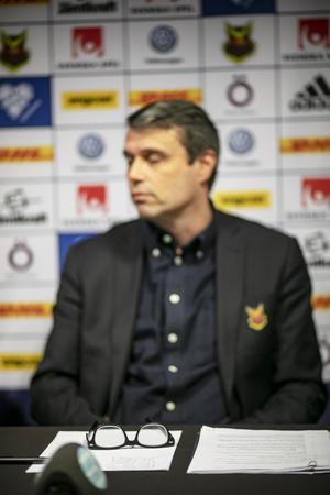 Daniel Kindberg vid en presskonferens tidigare i höstas.