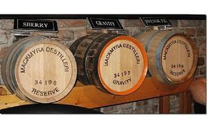Äkta svensk Whisky tillverkas i Mackmyra. Men provsmaka får man inte.