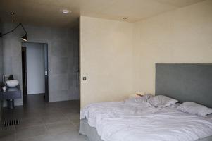 Sovrum och badrum i ett.
