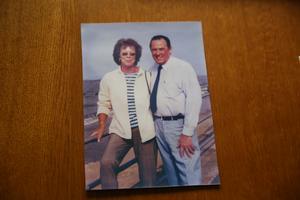 Efter att Peter hade skickat ett vykort till Yvonne 2001 började de brevväxla igen, efter 40 år. Efter något år valde Yvonne att tacka ja till inbjudan och tog flyget för att hälsa på honom.