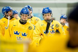 Maria Lindh (till vänster) får chansen i kvarten efter att ha varit extraforward i gruppspelet. Foto: Jon Olav Nesvold / BILDBYRÅN.
