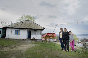 I byn Malu Vanat utanför Pitesti bor många av de romer som kommer till Sverige för att tigga.