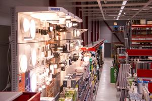 Belysning är en av många saker som byggvarukedjan säljer.