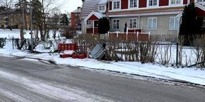 Flera vittnen såg när bilisten mejade ner brevlådorna på Centralgatan. Foto: Jonatan Jonasson