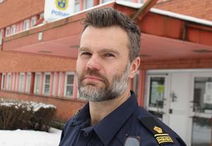 Pär Israelsson vid Ludvikapolisen tycker det finns anledning för både föräldrar och allmänhet i Knutsboområdet att vara extra vaksamma.