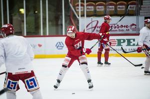 Johannes Salmonsson ser ut att bilda kedja med Anton Wedin och Morten Madsen även i fortsättningen. Trion har tränat tillsammans hela veckan.