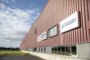 JP industri har sin verksamhet i norra änden av Lugnviks industriområde invid Kännåsvägen.