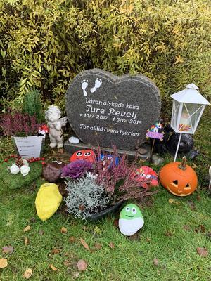 Ture fick en gravplats bredvid sin gammelmormor, och det känns fint
