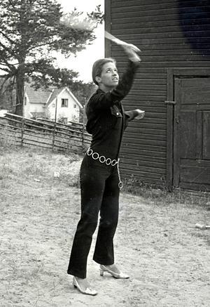 Lill-Babs greppade badmintonracketen och utmanade sångaren Carl Erik Thörn på en match när Nils-Patric Larshamre besökte Järvsö för 50 år sedan.