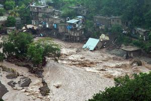 Jamaica drabbas ofta av svåra orkaner som kan ödelägga stora områden. För att vara med och hjälpa till på plats ska elever från Torekällgymnasiet åka till bergsstaden Mandeville, som ligger cirka fyra mil från huvudstaden Kingston. Bild: Collin Reid/AP/TT