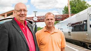 Moderaterna Ulf Berg och Johan Thomasson var kritiska till tidpunkten för publiceringen av nyheten om brott M-kandidater hade dömts för.