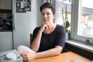 """""""Jag ser att hon har tappat förtroendet för de vuxna i skolan. Människor hon litar på slutar och hon kan få olika besked från dag till dag"""", säger Malin Andersson om dottern som har slutat att gå till sin högstadieklass."""