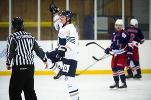 Emil Wengelin, Sundsvall Hockey, firar sitt mål.