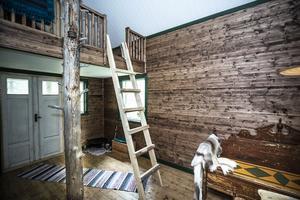 Trappan upp till loftet är provisorisk. En ny snyggare trapp är på gång.