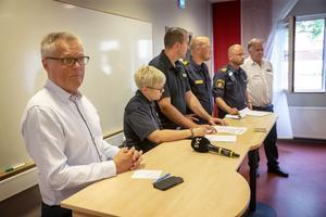 Landshövding Jöran Hägglund, tillsammans med polis och räddningstjänst från staben, höll presskonferens i Östersund för att informera om det senaste kring skogsbränderna som härjar i länet.