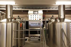 Hjärtat i bryggeriet. Härjebryggs brygghus är ett tvåkärlssystem, ett så kallat kompakt brygghus.