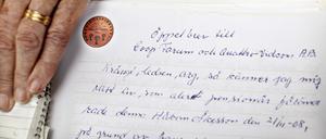 Här visar Elisabet ett brev som skickat till både Coop Forum och Quattro Vidcom där hon förklarar hur kränkt hon känner sig över att ingen av dem vill ta på sig ansvaret för olyckan.
