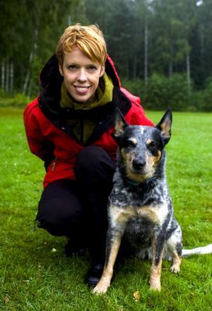 I augusti åker Elisabeth Thorstensson och tiken Rusa till High Chaparal för att tävla i SM för brukshundar inom klassen skydd. Rusa är i grund och botten en godkänd räddningshund och det var bara tillfälligheter att Elöisabeth började träna skydd med henne.