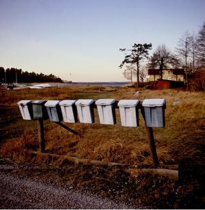 Posten ska fungera över hela landet  och då måste en ökad återreglering av postmarknaden genomföras, skriver debattörerna. Foto: TT
