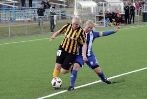 Avestakaptenen Camilla Steingruber i daladerbyt mot Korsnäs tidigare i år. Avesta slutade 10:a i division 1 norra Sveland och korsnäs 11:a – vilket gjorde att båda lagen åkte ur serien i år.