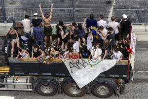 Låt studenterna åka lastbilsflak i centrala Gävle. Flytta vårruset. Foto: Johan Nilsson / TT