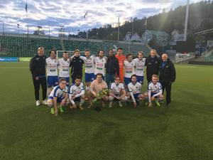 IFK Timrå jublar efter finalsegern mot GIF Sundsvall. Bild: Privat.