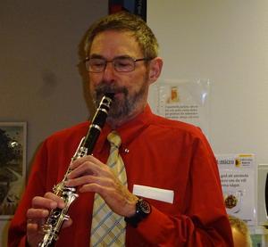 Klarinettisten Anders Grimell är den som varit med längst och den som har mest roligt av alla i bandet. Foto: Kjell Larsson