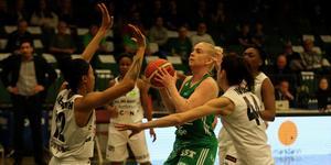 Mikaela Gustafsson var en av flera Telge-spelare med chanser att utjämna matchen. Men Umeå skaffade sig matchboll i serien.