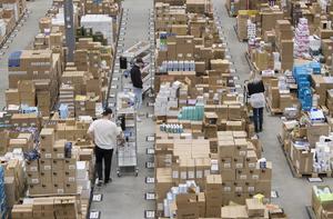 Apotea i Morgongåva. Lagret levererar dagligen 30 000 paket. Instabox samarbetar med företaget. Foto: Fredrik Sandberg /TT