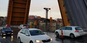 Mälarbron blev tungt belastad i samband med olyckan 2016 som satte motorvägsbron ur spel i två månader. Skador på bron i centrala Södertälje har hittats , som man misstänker att de uppstod 2016.
