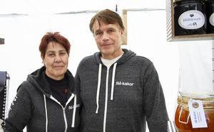 Inger Bergsman och Mats Nygren hade rest från Vemdalen för att medverka på vårmarknaden.