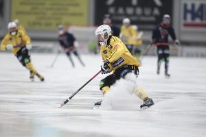 Jonas Pettersson i aktion mot Bollnäs.