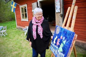 Den senaste tiden har motiven på Anna Zandéns tavlor varit flickor och kvinnor. Varför kan hon inte riktigt svara på.