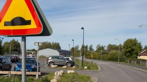 För två år sedan öppnades en parkering med 43 platser vid Trädgårdsvägen. Precis bakom den vill Nykvarns kommun bygga ytterligare hundratalet p-platser.
