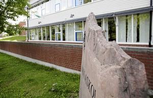 Vallaskolan i Enhörna saknar högstadium. Till sjuan måste elevernas söka andra skolor.