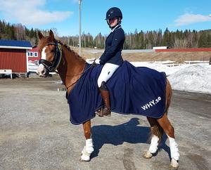 Ronja Von Frost kvalade in till SM i ponnydressyr vid helgens tävlingar i Njurunda. Foto: Privat