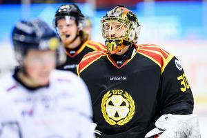 Jocke Eriksson fick komma in i slutet av andra perioden. Första gången i Brynäströjan på tio år. Men det blev förlust ändå, men han höll nollan – sista målet i tom kasse.